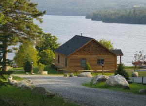 Two Bedroom Cottage with Spa Bath- Lake View