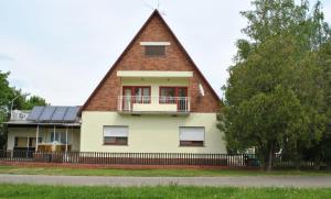 Zita Üdülőház, Apartments  Balatonboglár - big - 1