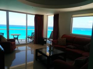 Executive Condo with Panoramic Ocean View