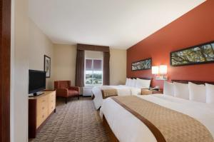Two-Room Queen Suite with One Queen Bed - Disability Access/Non-Smoking