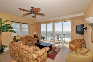 Three-Bedroom Apartment with Sea View - 601