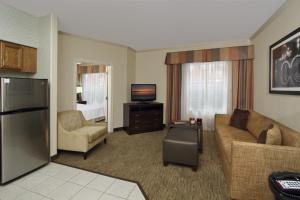 Premium One-Bedroom King Suite - Non-Smoking