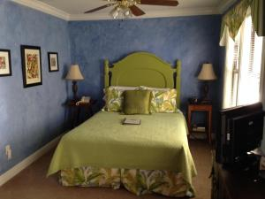 Bouganvillea Room