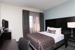 Two-Bedroom Suite with Queen and Double Beds - Non-Smoking