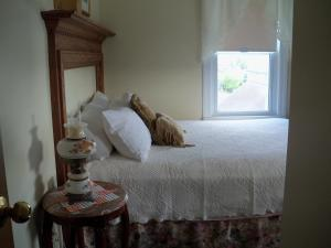 Queen Room with One Queen Bed