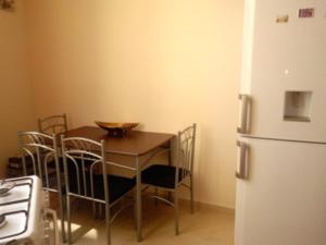 Giorgi Apartment, Apartmanok  Batumi - big - 4