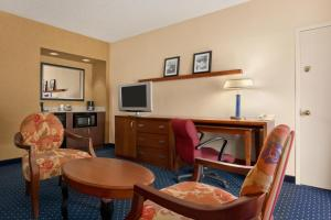 Suite with Two Double Beds - Non-Smoking