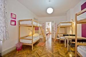 Bed in 14-Bed Mixed Dormitory Suite