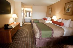Queen Suite with Two Queen Beds - Pet Friendly/Smoking