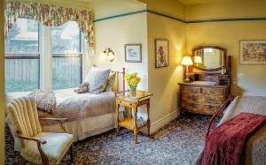 Queen Room with Twin Bed Ground Floor