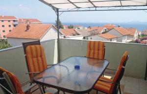 One-Bedroom Apartma with Sea View in Okrug Gornji