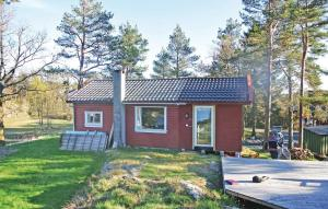 Photo of Three Bedroom Holiday Home With Sea View In Homborsund