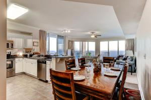 Three-Bedroom Apartment 2217 with Sea View