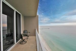 Two-Bedroom Apartment 3010 with Sea View
