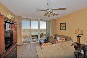 Three-Bedroom Apartment with Sea View 109