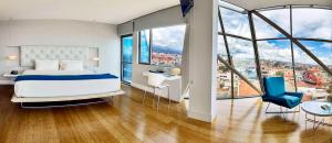 Deluxe Suite With Panoramic City View