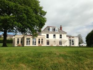 Mansion House Llansteffan - 1 of 16
