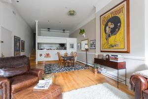 Two-Bedroom Apartment with Terrace - Fitzroy Place III