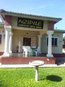Nzipile Executive Guest House, Bed & Breakfasts  Chingola - big - 28