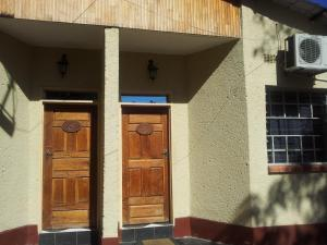 Nzipile Executive Guest House, Bed & Breakfasts  Chingola - big - 5