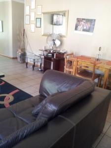 Nzipile Executive Guest House, Bed & Breakfasts  Chingola - big - 20