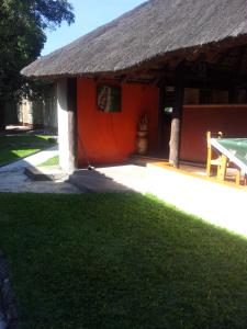 Nzipile Executive Guest House, Bed & Breakfasts  Chingola - big - 27
