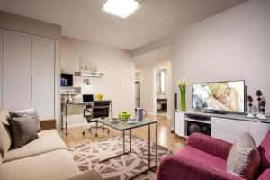 Premier One-Bedroom Apartment (with one breakfast)