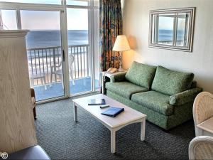 Deluxe One-Bedroom Suite Oceanfront