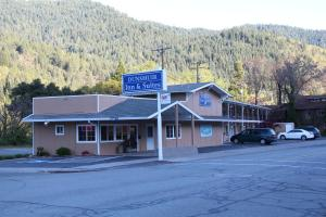 Photo of Dunsmuir Inn & Suites Dunsmuir