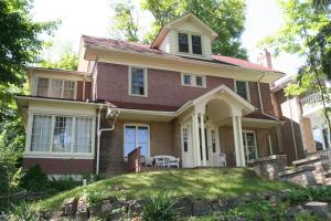 Niagara Gorge View Villa 4 Bedroom River View with garden area
