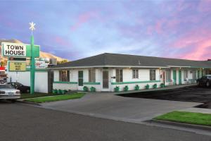 Photo of Town House Motel