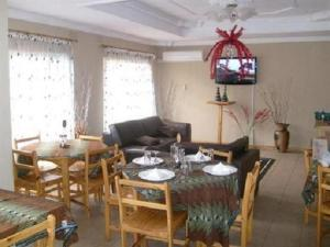 Nzipile Executive Guest House, Bed & Breakfasts  Chingola - big - 1