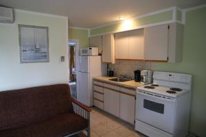One-Bedroom Suite with Kitchen