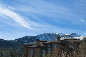 2 Bedroom Apartment with Grand Mountain View