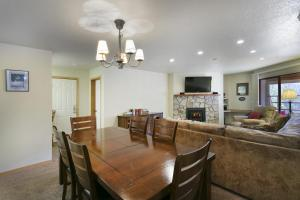 2 Bedroom Apartment with 2 Master Suites