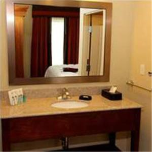 Queen Room with Two Queen Beds with Bath Tub - Hearing Accessible/Non-Smoking
