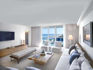 Two-Bedroom Suite with Balcony - Oceanfront