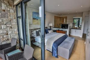 Standard Double Room with Garden View and Balcony