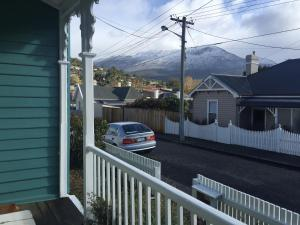 Cosy Retro Cottage Hobart