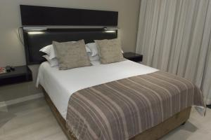 Luxury Queen Room - 1