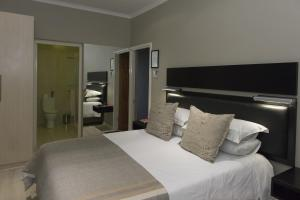 Luxury Queen Room - 2