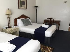 Economy Queen Room with Two Queen Beds- Non-Smoking