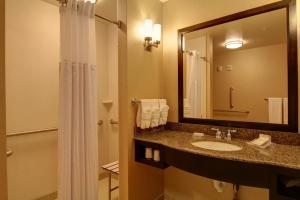 Two Queen Room - Mobility/Hearing Accessible w/ Bathtub