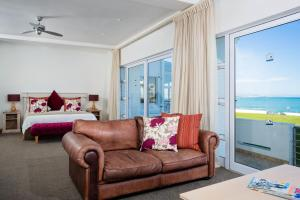 Luxury Tripple Room with Sea View - Ground Floor