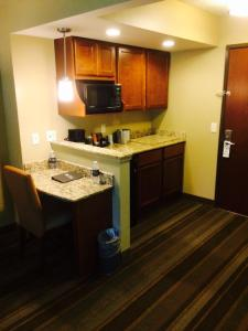 Deluxe Suite with Kitchenette