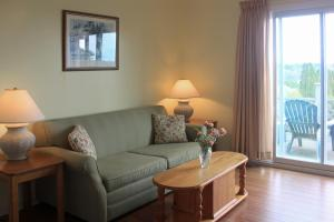Suite with One Double Bed + One Double Sofa Bed