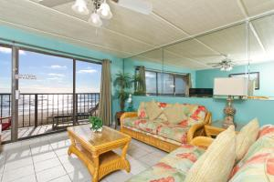 FL2 - Two-Bedroom Beachfront Apartment (8 Adults)