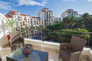Photo of Cape Town City Accommodation   The Island Club