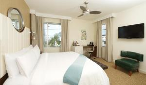 King Room - Partial Ocean View - King Haven