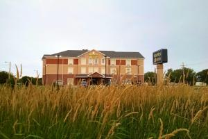 Photo of Main Stay Suites Grand Island